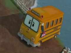 Робокар Поли спасает автобус